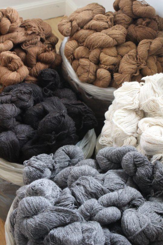 Frisenvang, strikkegarn, håndspundet garn, økologisk garn, Royal/baby alpakauldgarn, bæredygtigt garn, alpakagarn
