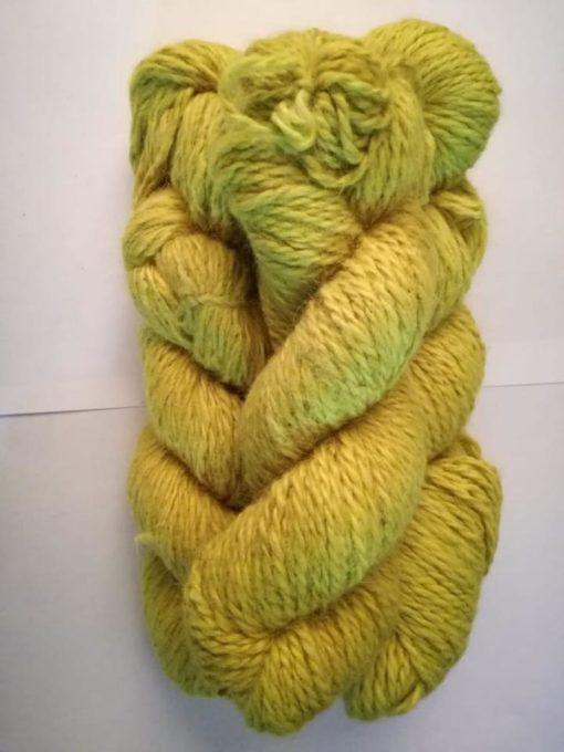 Frisenvangs håndspundne økologiske plantefarvede citrongule garn af 100% Baby/Royal-alpakauld